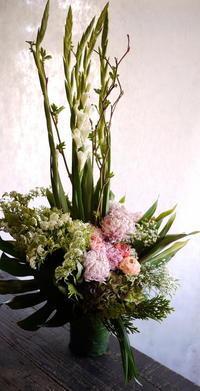 南区川沿の斎場でのご葬儀にアレンジメント。2017/04/17。 - 札幌 花屋 meLL flowers