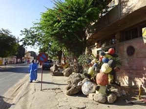 Ousmane Gueyeというセネガル人彫刻家 - アフリカに「思いやり」