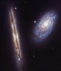 かみのけ座の美しいエッジオンの渦巻銀河NGC4302とフェイスオンの渦巻銀河NGC4298 - 秘密の世界        [The Secret World]