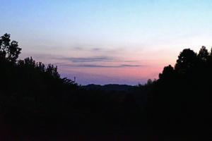 東空に薄雲が漂う朝 - 自然から学ぶ