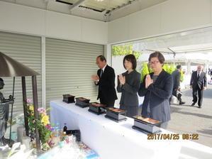 """107人が死亡したJR福知山線事故の犠牲者を追悼して献花をしました - 日本共産党 尼崎市会議員 """"徳田みのる"""" です!"""