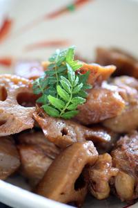 レンコンと鶏手羽の田舎煮 - at the table