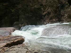 豪快 吹割の滝 - 風にしっぽが揺れるから -fuwari-