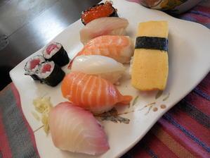 テイクアウトのお寿司と夜スープ -
