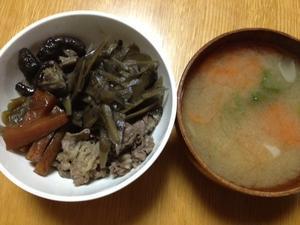 すき焼き(牛肉、長ねぎ、ささがきごぼう、ニンジン、しいたけ) - 40代オンナの自分会議