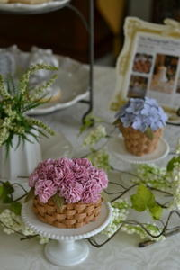 カーネーション&紫陽花のバスケットケーキ - Something Sweet
