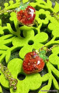 摘みたて苺の指輪とペンダント - nejimaki+shiki