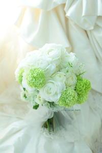 クラッチブーケ 綱町三井倶楽部様へ 結婚式をする実感 - 一会 ウエディングの花