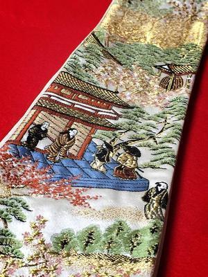 山峡の楼閣に貴人文様の刺繍帯 - ちょんまげの神様