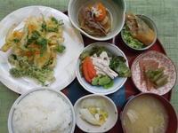 野菜のかき揚げ&こごみの天ぷら★(^^♪・・・・・700円ランチ - 日だまりカフェ