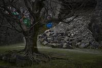 崩れた石垣の傍で - Mark.M.Watanabeの熊本撮影紀行