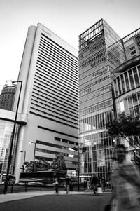 1秒間の写真の世界(その8:梅田ビル街) - 写真の散歩道