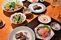 お刺身3種/牛肉のサイコロステーキ/サラダ/きゅうりと新生姜の甘酢漬け - まほろば日記
