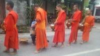 ラオス 2都市周遊の旅 3日目 托鉢見学とメコン川クルーズ - 彩遊記