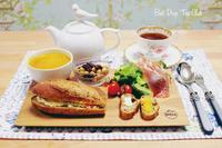 ほうじ茶バゲットのサンドイッチ、「美女と野獣」の世界で - Best Drop Tea Club