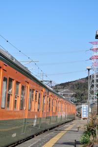 西松井田駅でカボチャ色 - このひとときを楽しもう