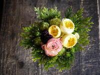 亡くなったワンちゃんに。「黄色系で」。栗山町に発送。2017/04/26着。 - 札幌 花屋 meLL flowers