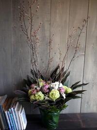 フレンチレストランのオープンに。桜と薔薇「ブルーミルフィーユ」。大通東3にお届け。2017/04/26。 - 札幌 花屋 meLL flowers