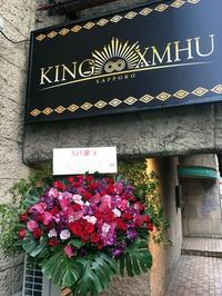 キングムーの1周年にスタンド花。2017/04/28。 - 札幌 花屋 meLL flowers
