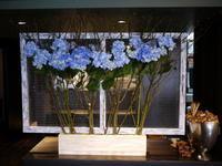 イタリアンレストラン「Capri Capri(カプリカプリ)」さんの、定期的にお取り返しているアーティフィシャルフラワー(造花)ディスプレイ。2017/04/30。。 - 札幌 花屋 meLL flowers