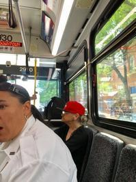 市内のバスの車内で始まった公共交通機関の議論。 - TEXASひらめ記