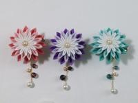 ヒイナ花のヘアクリップと帯留め - つまみ細工 ヒイナゴト