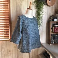 青い小花の七分袖ブラウス - Flora 大人服とナチュラル雑貨