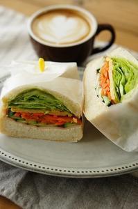 朝食のラテとわんぱくサンド - choco cafe* パン教室