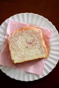 桜あんで折り込み食パン - Takacoco Kitchen