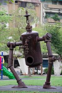 高雄(ガオション)のアートによる再開発地域「駁二芸術特区」へ - ヒゲじいの台湾一人旅