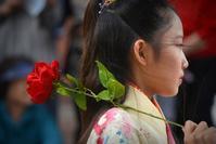 薔薇と少女 - 片眼を閉じて見る世界には・・・。
