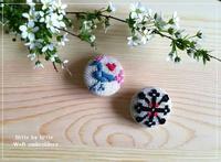 weft(横糸)刺繍のくるみボタン - Weft(横糸)刺繍  -little by little-