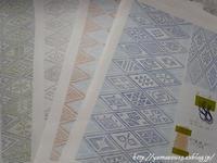 菱刺しの模様/糸/布を紙にまとめる - ロシアから白樺細工