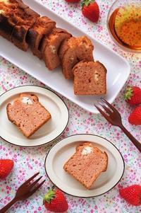 いちごとクリームチーズのパウンドケーキ - cafeごはん。ときどきおやつ