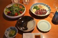鰹のたたき/サラダ/きゅうりの昆布酢漬け - まほろば日記