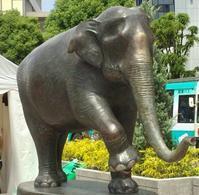 はな子さん 銅像 - 象を読む人 象を書く人
