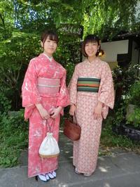 レトロなお着物、ピンクのお着物、新緑に映えます。 - 京都嵐山 着物レンタル&着付け「遊月」