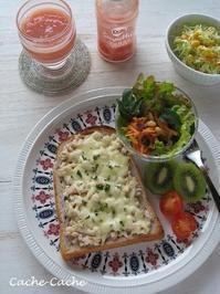ツナ&オニオンのチーズトーストとDoleスムージー♪ - Cache-Cache+