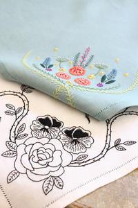 2017年作品No3 ハンカチ刺繍(ステッチイデーVol25 掲載作品) - ビーズ・フェルト刺繍作家PieniSieniのブログ