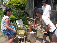 風薫る5月3日、カッちゃん邸で恒例の餅つき会 - 北鎌倉湧水ネットワーク