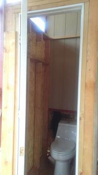 トイレのドアと壁 - Nature Care
