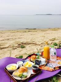 浜辺でモーニング - coco diary 山口県 お花と絵とテーブルコーディネートレッスン