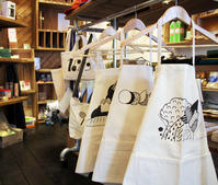 work apron / CHANG  illustration by fujiwara ayumi (FUJI LABO) - bambooforest blog