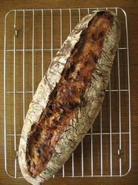 スペルト小麦のいちじくとくるみのカンパーニュ - slow life,bread life
