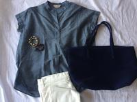 白パンツとブルーのシャツと小物 - めいの日々是好日