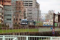 藤田八束の鉄道写真@兵庫県西宮市中央部を快走する貨物列車「桃太郎」・・・貨物列車の快走写真 - 藤田八束の日記