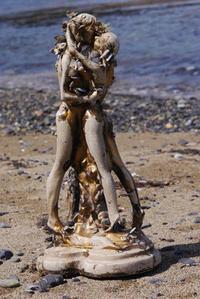 金色に塗られていた裸像 - Beachcomber's Logbook