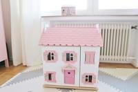 「Le Toy Van」のかわいいドールハウス「Sophie」☆ - ドイツより、素敵なものに囲まれて