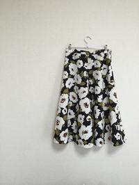 黒地の花柄フレアスカートが出来たんだど~~♪ - 新生・gogoワテは行く!