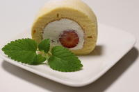 ストロベリーロールケーキ - パン・お菓子教室 「こ む ぎ」
